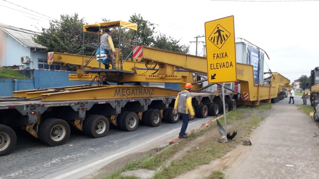 Transformador saiu da WEG, em Blumenau, às 6h30 deste sábado (17). - Adriano Raulino/NDTV