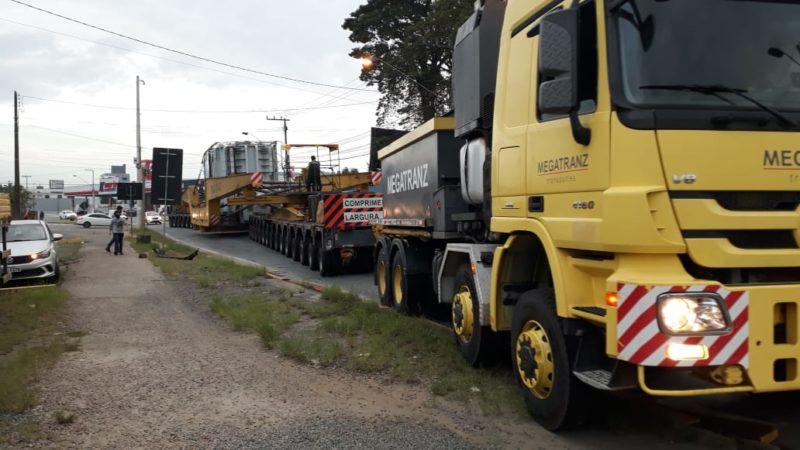 Transformador saiu da WEG, em Blumenau, às 6h30 deste sábado (17). – Foto: Adriano Raulino/NDTV