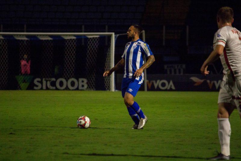 Meia Giovanni, do Avaí. Vitória sobre o Próspera por 2 a 1. – Foto: André Palma Ribeiro/Avaí FC