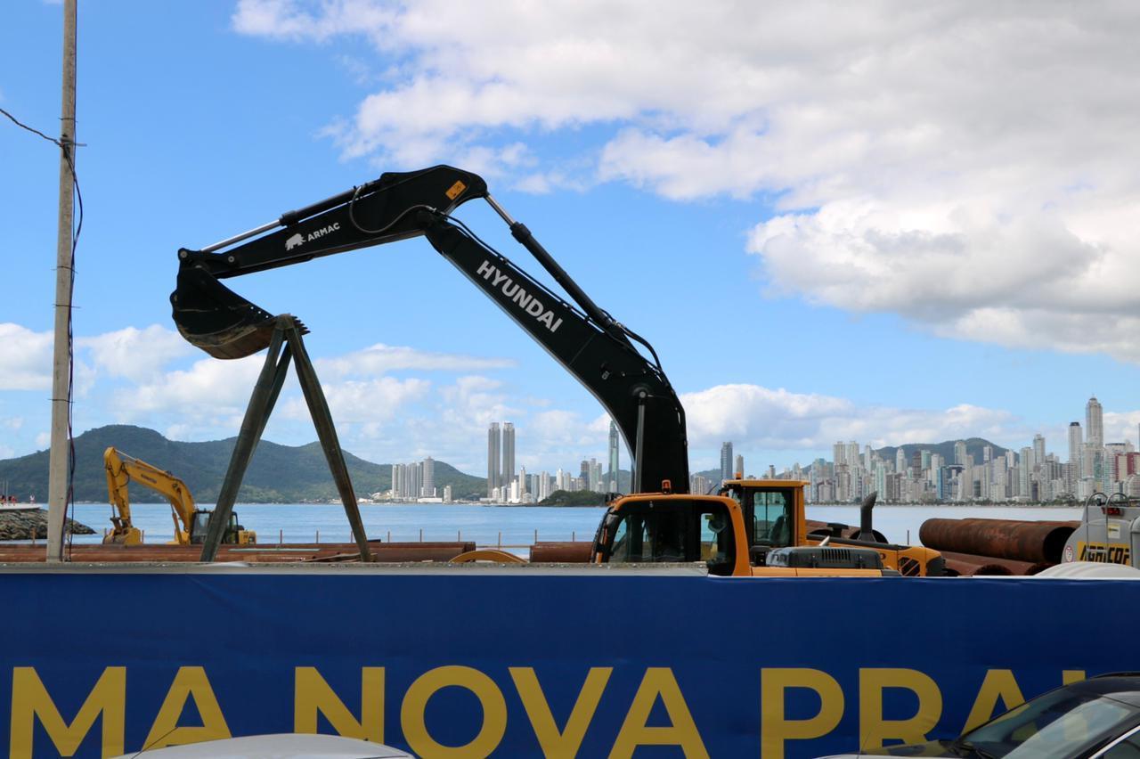 Pontal Norte de Balneário Camboriú se tornou um verdadeiro canteiro de obras para o alargamento da faixa de areia - Arquivo Ivan Rupp/ND