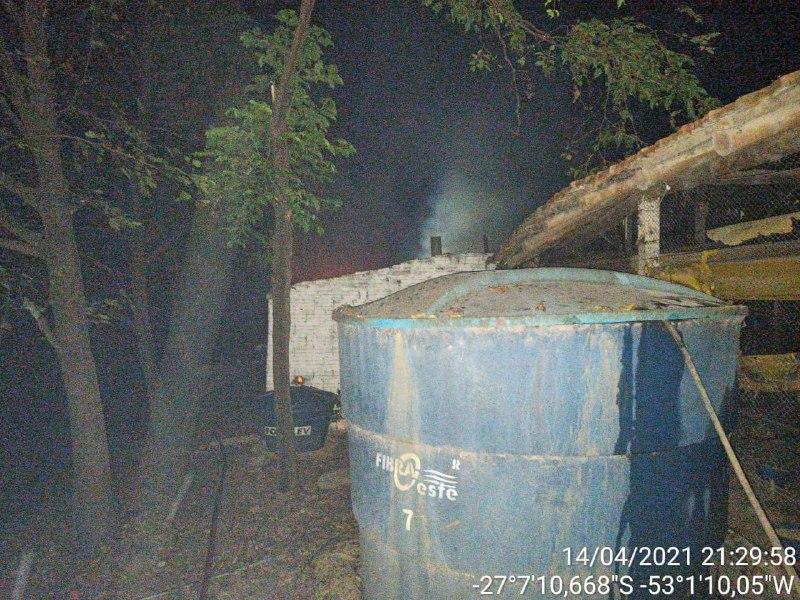 Parte que pegou fogo é uma área de 100 m² - Corpo de Bombeiros/Divulgação/ND