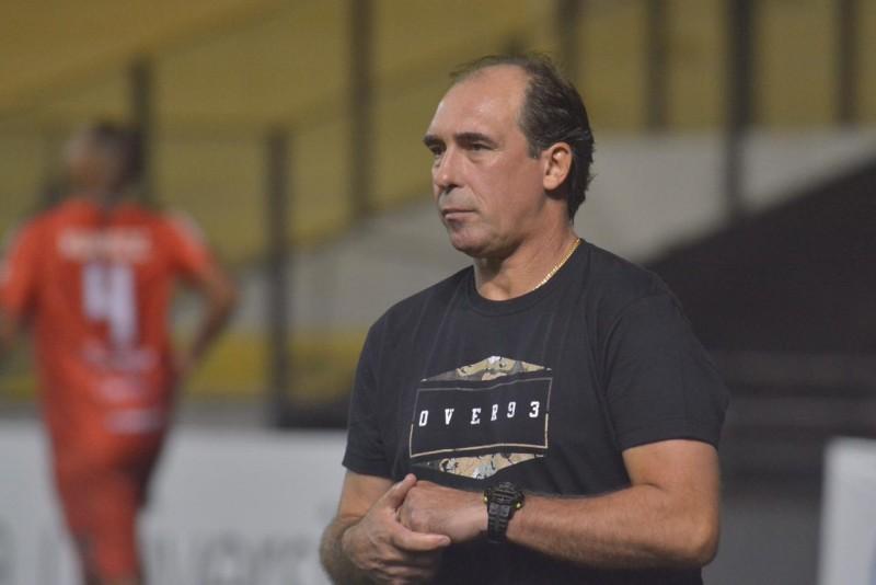 Paulo Baier, personagem central da invasão no gramado após derrota da sua equipe para o Avaí. – Foto: Lucas Colombo/EC Próspera