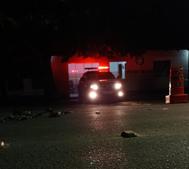 Bebê foi levado pela avó até a base da Polícia Militar na noite de quinta-feira (8) – Foto: Divulgação
