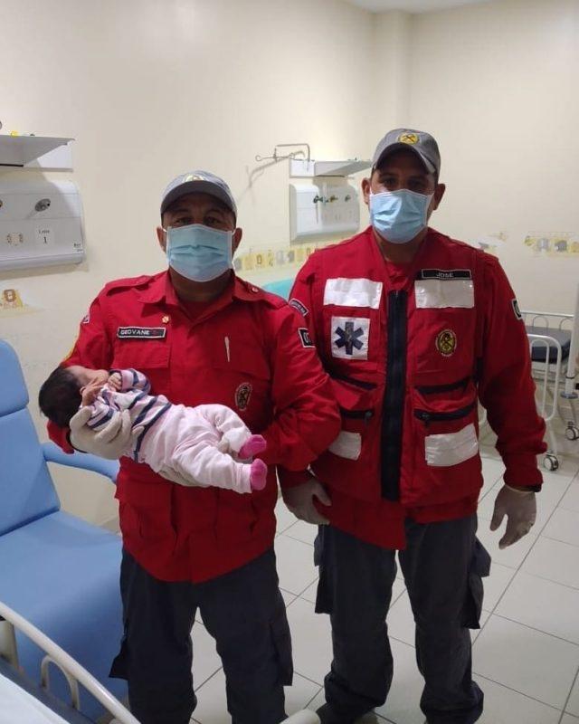 Lorena se engasgou com o leite materno e foi salva pelos bombeiros voluntários – Foto: Bombeiros/Divulgação