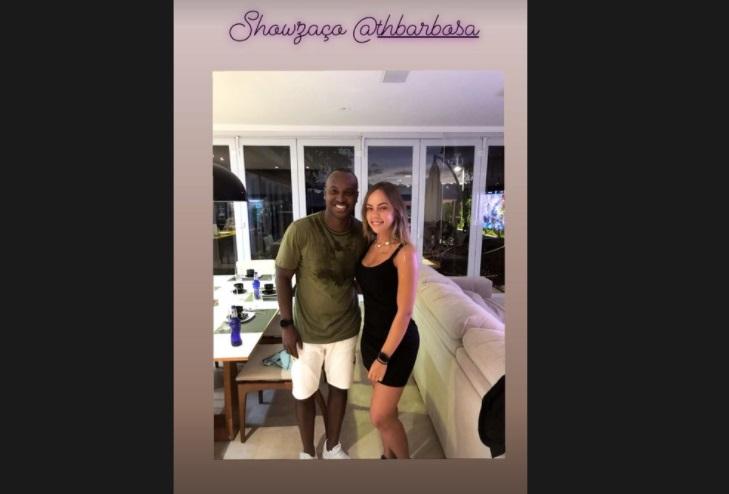 E fotos com celebridades como o cantor Thiaguinho. – Foto: @bordinibruna/Instagram/Reprodução
