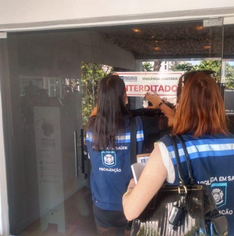 Interdição ocorreu na manhã deste sábado (10) e contou com o apoio da Guarda Municipal – Foto: Prefeitura de Florianópolis/Divulgação
