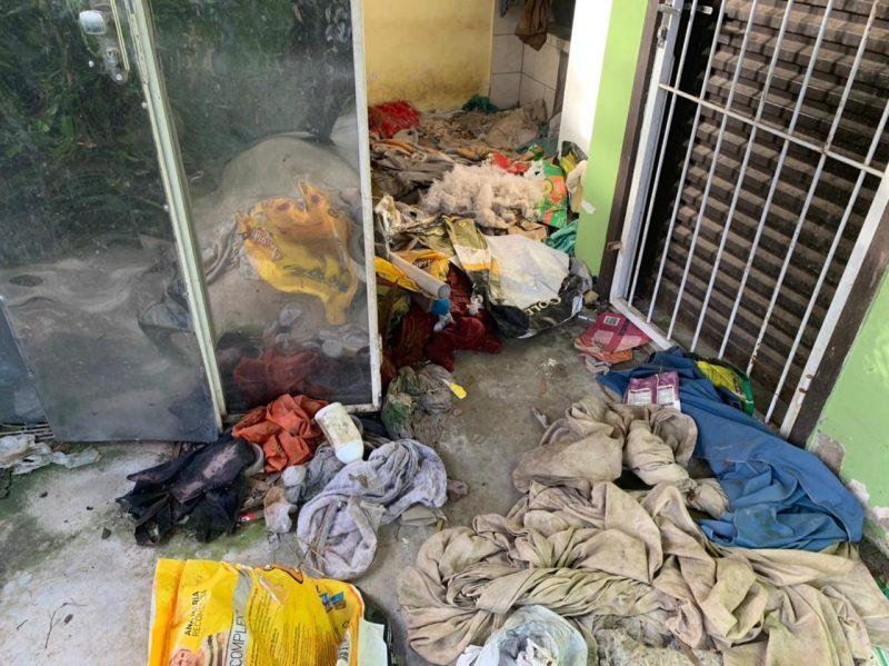 Segundo apurado preliminarmente, o suspeito negligenciava os cuidados básicos de higiene e alimentação do animal, o qual aparentava estar em estado de abandono. – Foto: Polícia Civil de Joinville/Divulgação ND