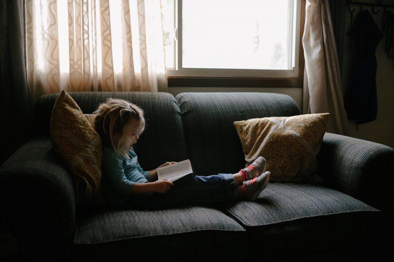 Criança em casa – Foto: Pixabay