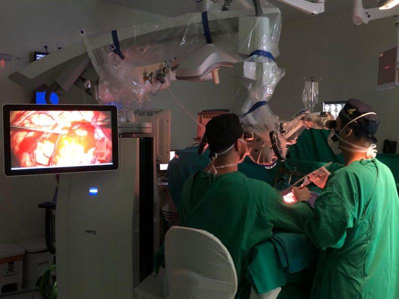 A cirurgia foi realizada com acompanhamento e calibragem dos equipamentos. – Foto: Foto: Assessoria de Imprensa Hospital São José Criciúma