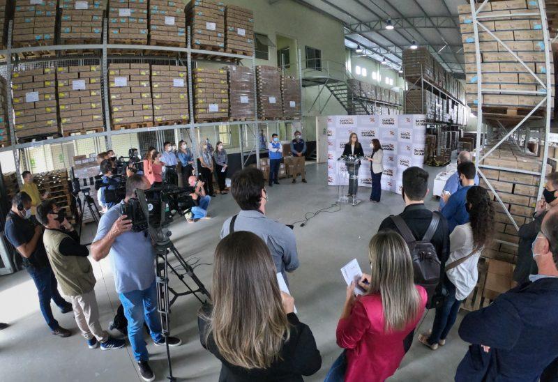 Em coletiva de imprensa, governo catarinense descarta lockdown e proibições