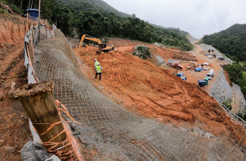 """Ponto onde o terreno está sendo preparado para as perfurações do túnel 1, em <a href=""""https://ndmais.com.br/?s=S%C3%A3o+Jos%C3%A9"""" target=""""_blank"""" rel=""""noopener noreferrer"""">São José</a>. &#8211; Foto: Leo Munhoz/ND"""