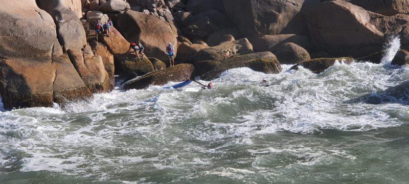 Resgate de seis pessoas em um costão Norte, em Florianópolis – Foto: Corpo de Bombeiros/divulgação