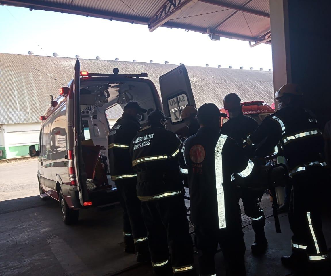 Jovem foi encaminhado ao hospital para atendimento médico. - Corpo de Bombeiros/Divulgação/ND