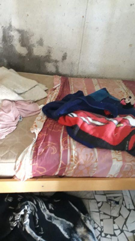 Crianças de 5 e 6 anos estavam trancadas em casa sozinhas – Foto: Divulgação/PMSC/ND