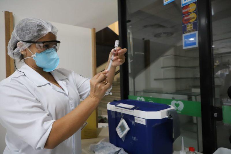 Vacinação para idosos de 64 anos começa nesta terça-feira (20). – Foto: Cristiano Andujar/PMF