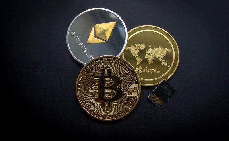 BTC: Bitcoin tem queda após bater máxima histórica; devo investir? - Imagem de WorldSpectrum por Pixabay