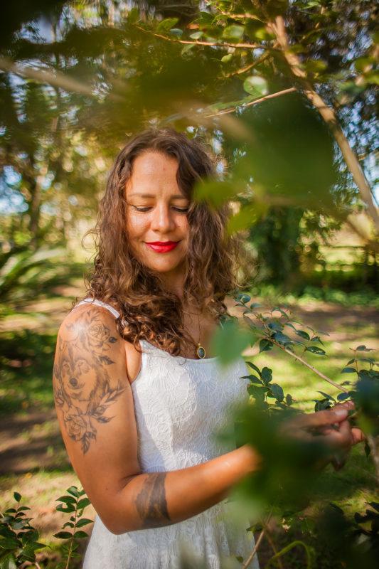 As exigências por uma aparência de acordo com um padrão pré-estabelecido ainda ditam o comportamento social das mulheres pelo mundo. – Foto: Natália Brasil/Divulgação/ND