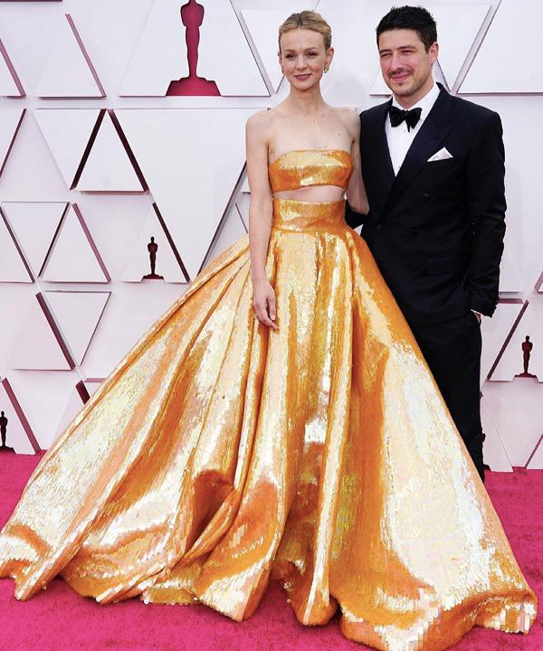 Carey Mulligan se destacou com o dourado da Maison Valentino – Reprodução: Just Jared/ND