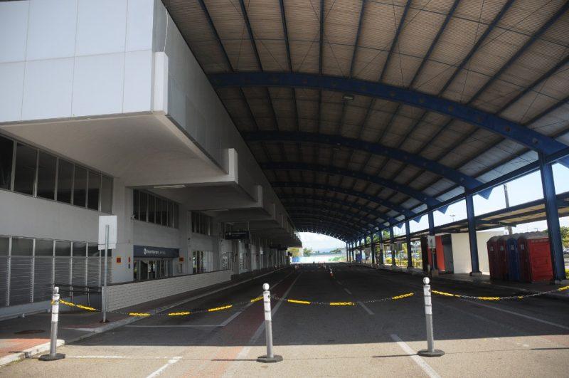 Drive-thru para vacinação em Florianópolis fechado e vazio