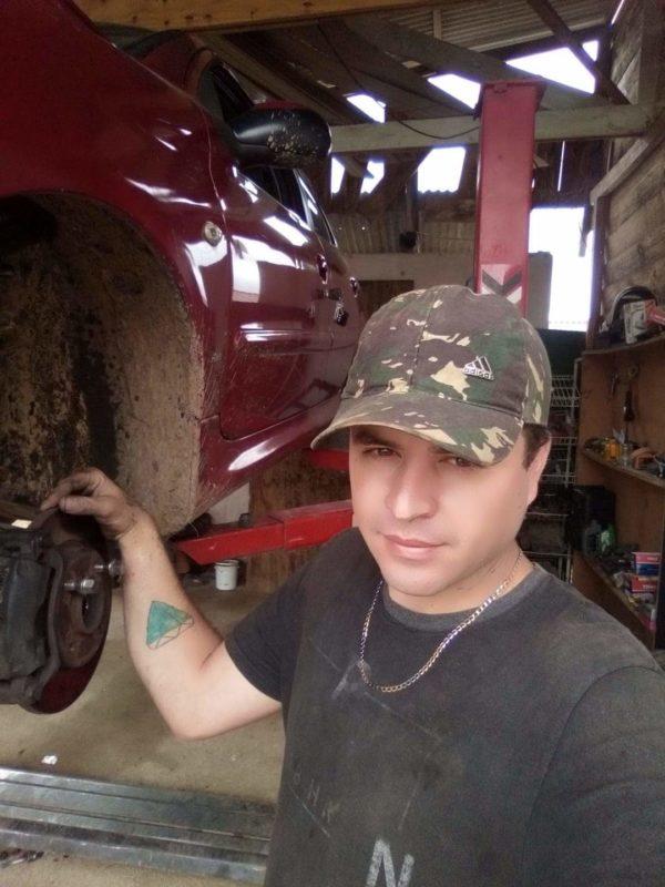 Eduardo trabalhava como mecânico em uma oficina em Mafra. – Foto: Arquivo pessoal/divulgação ND