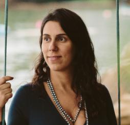 """Clarissa Stefani Teixeira, uma das organizadoras do livro """"As cidades e a Covid-19"""" – Foto: Divulgação/ND"""