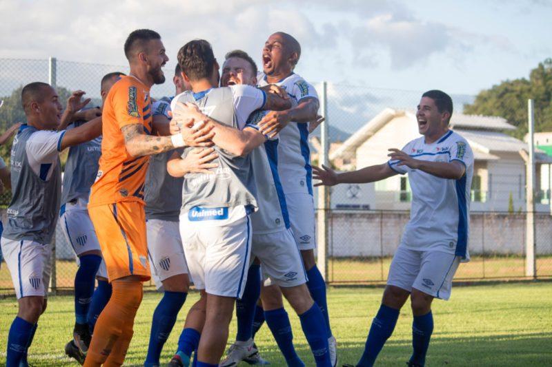 Jogadores do Avaí comemoram o gol de Marcos Serrato – Foto: André Palma Ribeiro/Avaí F.C