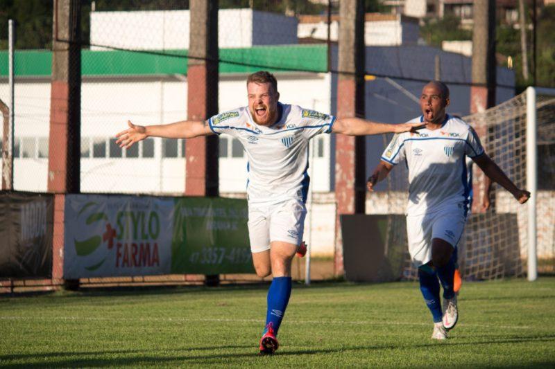 Marcos Serrato vibra com seu primeiro gol pelo Avaí – Foto: André Palma Ribeiro/Avaí F.C