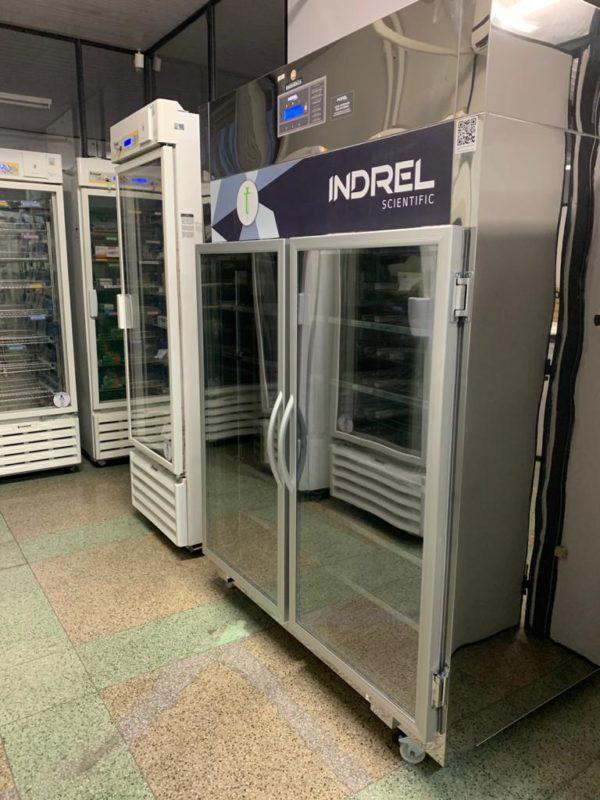câmeras frias para armazenar vacinas contra a Covid-19