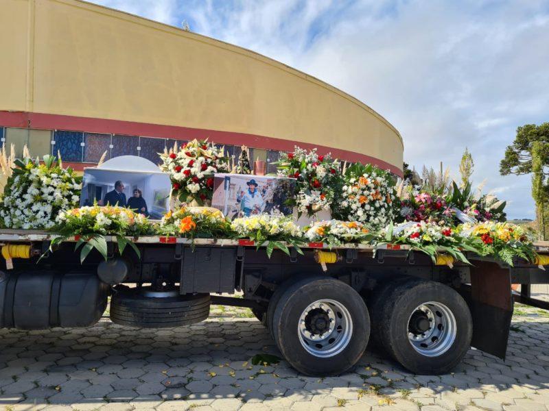 O cortejo seguiu pelo Centro da cidade, passando pela Igreja Matriz e finalizando no Cemitério Municipal – Foto: Divulgação/ND