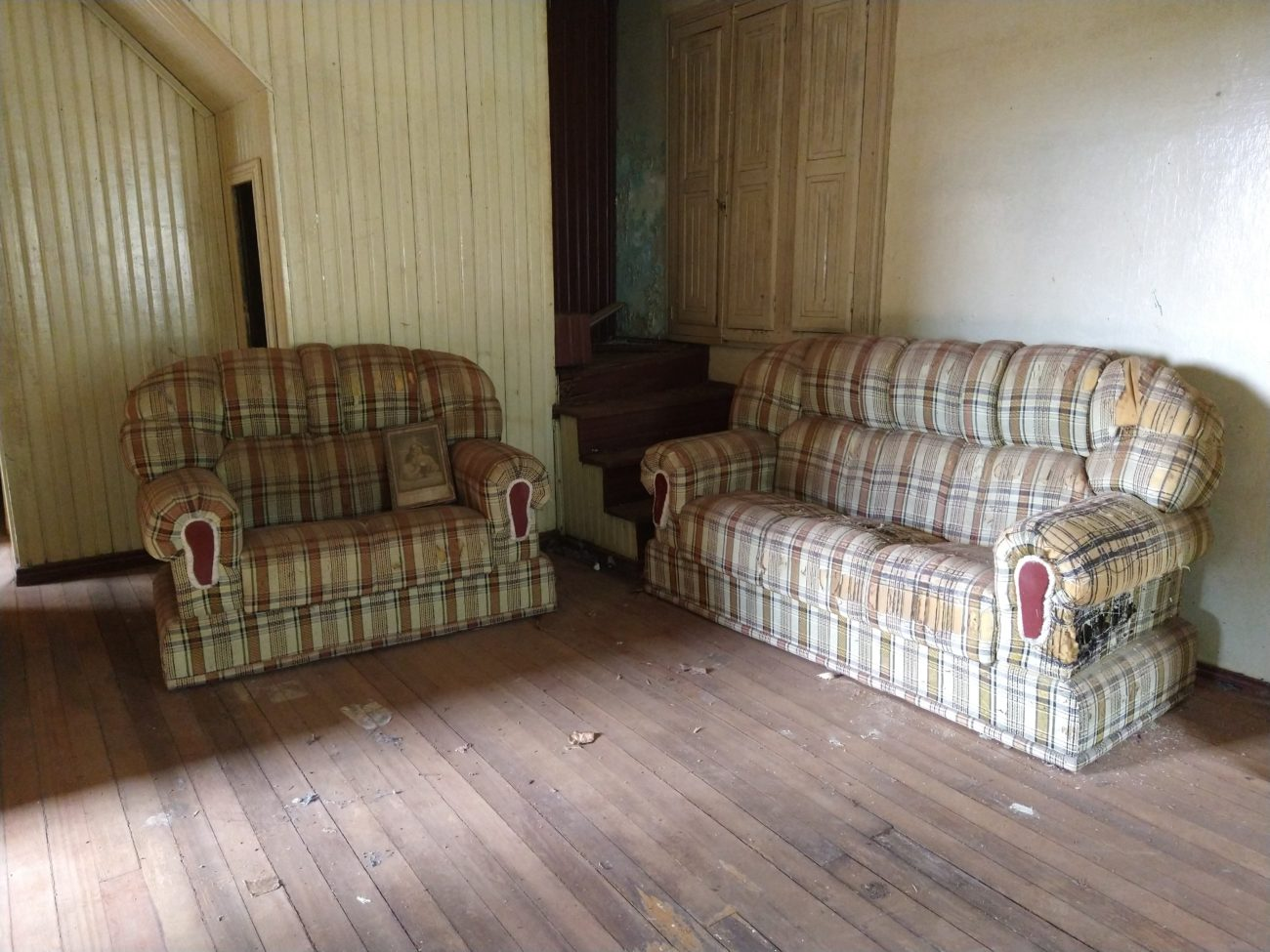 Alguns móveis da casa são os mesmos que Adelino usava. - Caroline Figueiredo/ND