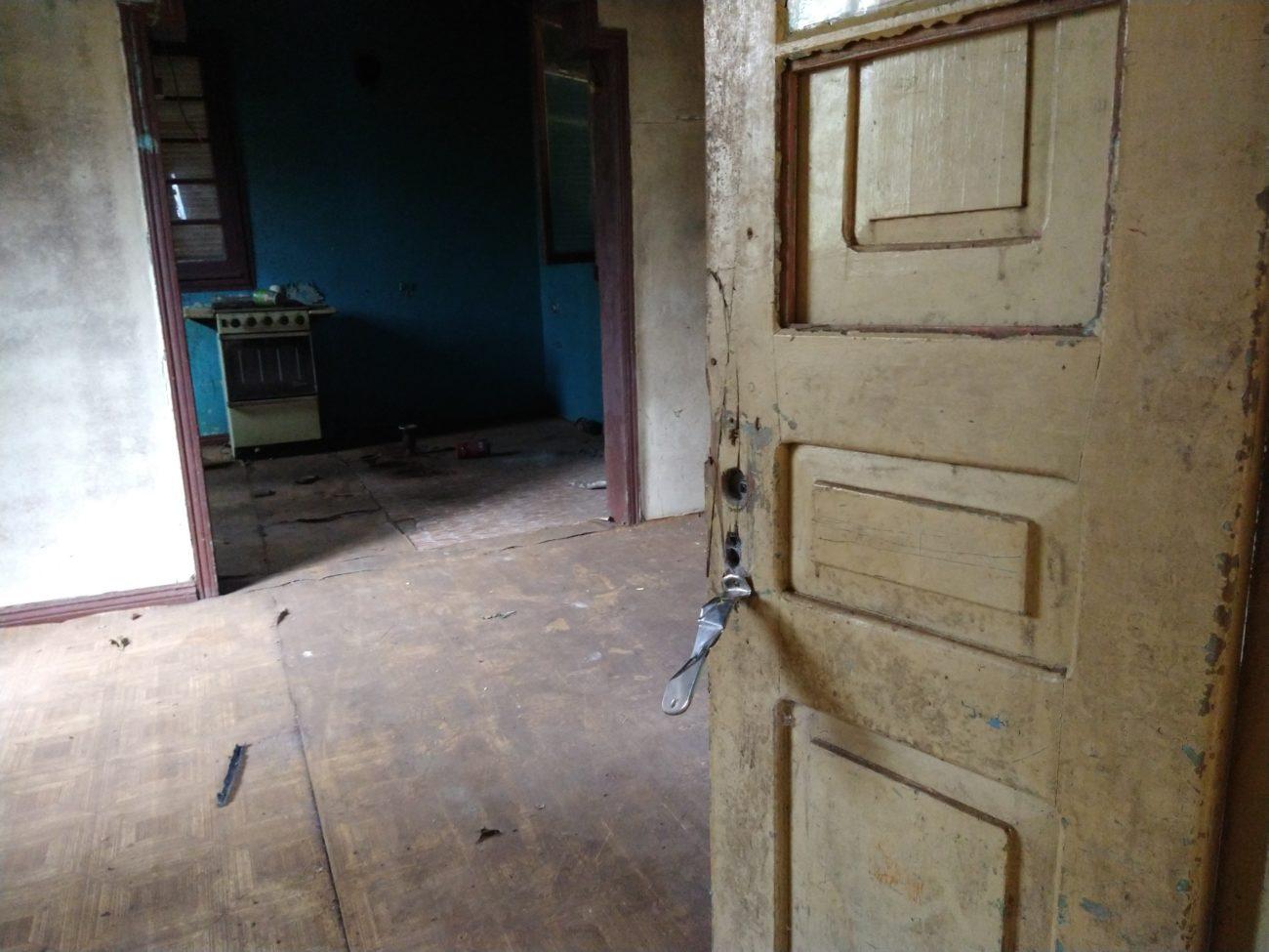 Alguns utensílios da casa permanecem os mesmos de quando Adelino morava na residência. - Caroline Figueiredo/ND