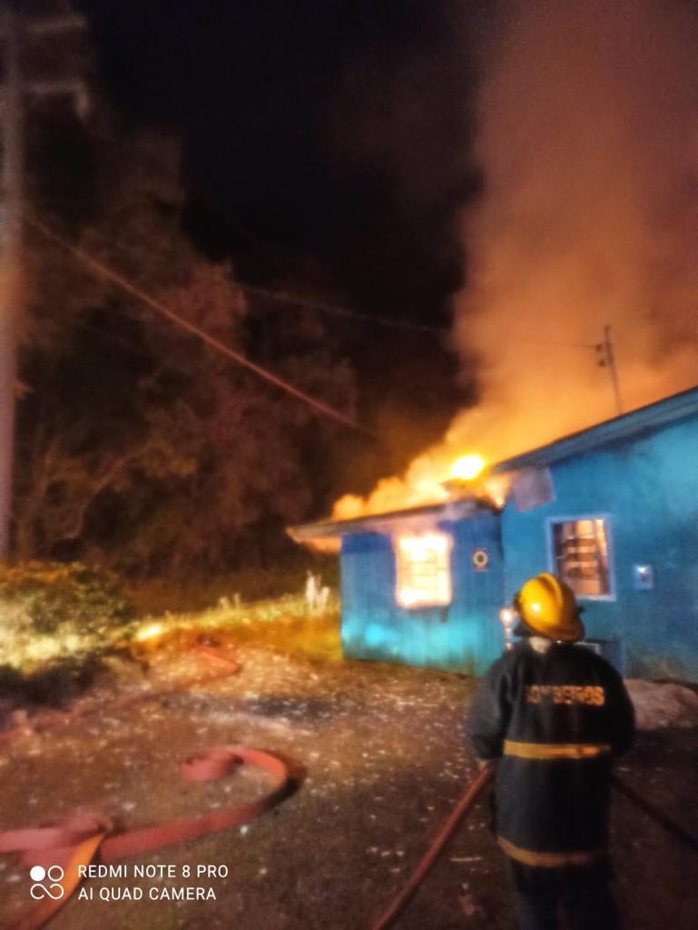 Fogo estava em estágio inicial e foi extinto pelos bombeiros - Corpo de Bombeiros/Divulgação