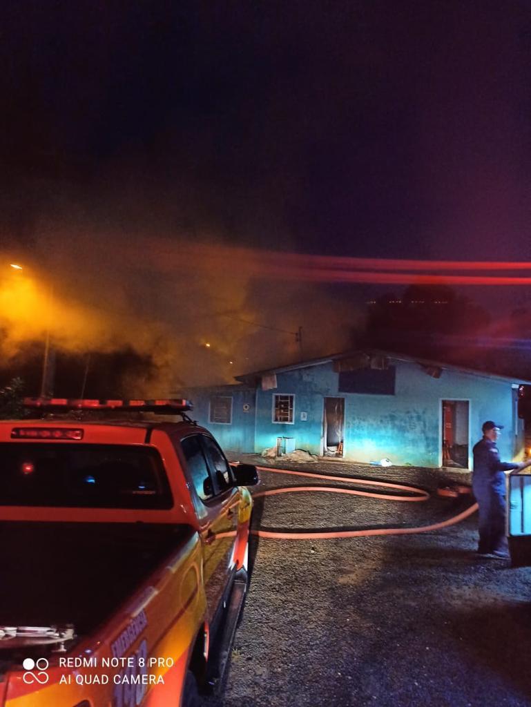 Bombeiros foram acionados para atender outra chamada de incêndio em boate na rua Glaico Antonio Ortiz, no bairro Santo Antônio - Corpo de Bombeiros/Divulgação