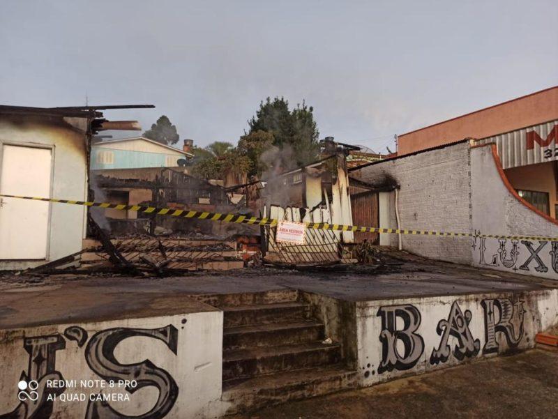 Casa noturna em curitibanos é completamente destruída em incêndio – Foto: Corpo de Bombeiros/Divulgação