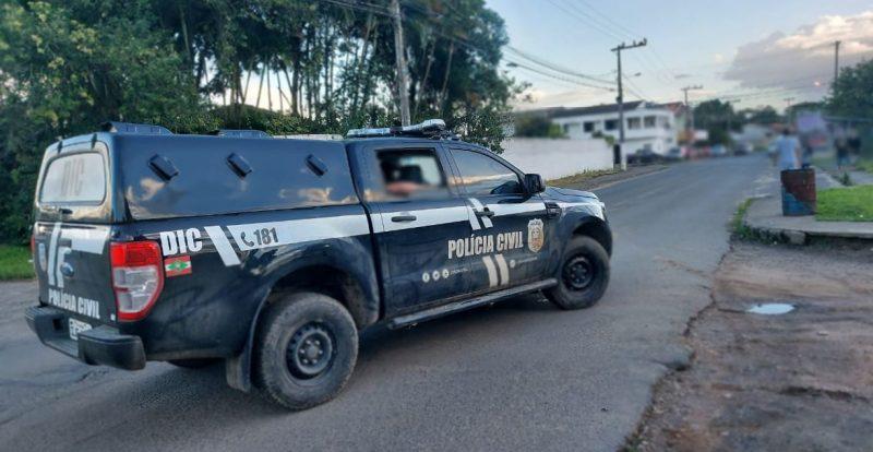 Três pessoas foram presas e outras duas seguem foragidas por roubos ocorridos em abril e agosto de 2020 na cidade de Criciúma – Foto: Polícia Civil de Criciúma/Divulgação