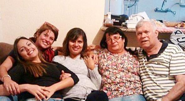 Valeria Zoppello, ex-namorada de Dinho, posta foto com a família do músico. – Foto: Reprodução/Instagram