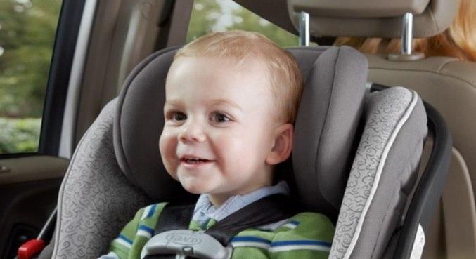Cadeirinha torna-se obrigatória para transporte de crianças de 1 a 4 anos de idade – Foto: Reprodução/Record TV