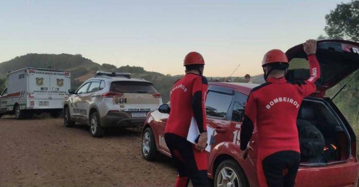 Corpo de Bombeiros foi acionado para remover o corpo de dentro da água – Foto: Jandir Sabedot/Portal Campo Erê/Divulgação ND