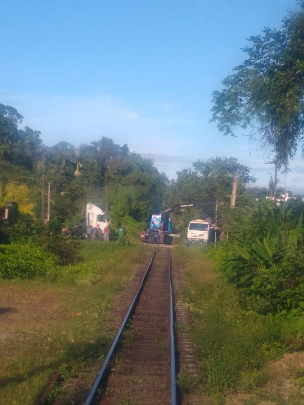 Acidente mobilizou vários guinchos para a remoção dos veículos - Maicon Oliveira/Facebook/ND
