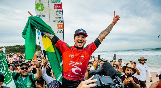 Gabriel Medina venceu etapa na Austrália e disse estar feliz – Foto: Portal R7