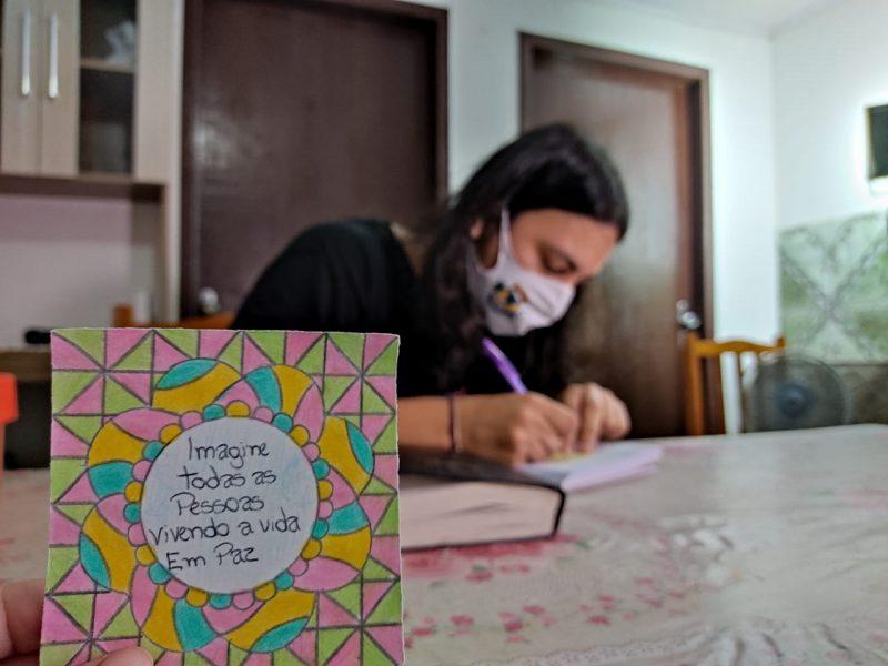 Marcelo começou a escrever mensagens como forma de superar a depressão – Foto: Dani Lando/NDTV