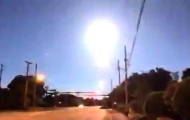 Repórter flagra momento em que meteoro explode no céu nos EUA – Foto: Reprodução/Twitter