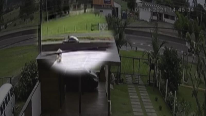 Ciclista é arremessado após ser atropelado por carro de Florianópolis