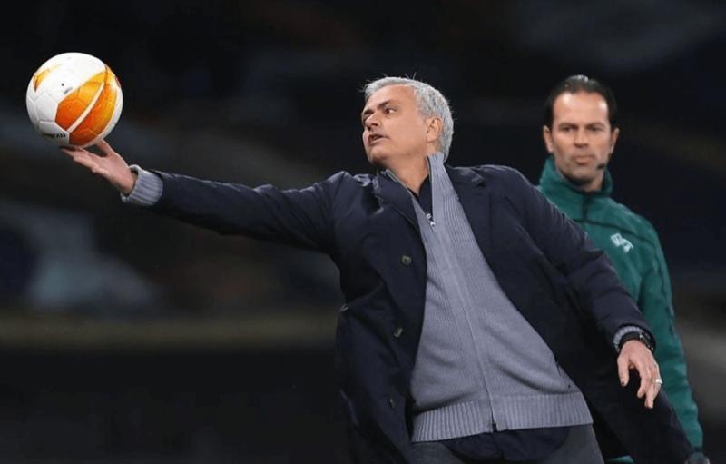 Tottenham não tá com essa bola toda, mas quem pagou foi Mourinho, que caiu – Foto: Reprodução Instagram