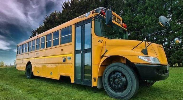 Casal transforma ônibus escolar em casa de luxo – Foto: Reprodução/Instagram