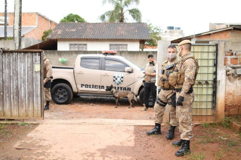 O dia começou com uma operação das polícias Civil e Militar contra o tráfico de drogas e os homicídios no bairro Jardim Paraíso. Mais de 60 policiais estiveram na ação – Foto: PM/Divulgação
