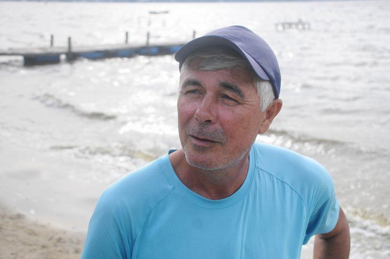 Osvanir Julio Dias é pescador artenasal e disse que, aos poucos, consegue encontrar pescados na Lagoa da Conceição, após desastre ambiental de janeiro – Foto: Leo Munhoz/ND