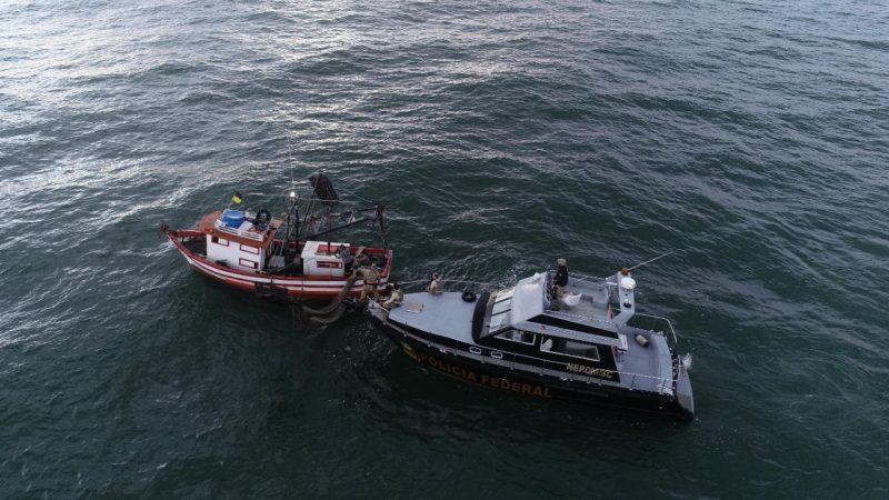 Embarcação também foi apreendida e multada pela Marinha – Foto: Polícia Federal/Divulgação