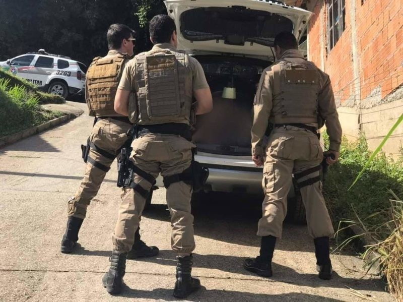 PM cumpriu mandados de prisão nesta terça-feira (20) – Foto: Polícia Militar de Brusque/Divulgação
