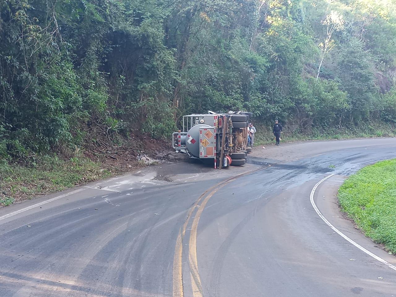Caminhão estava carregado de nitrato de amônio - PMRv/Divulgação/ND